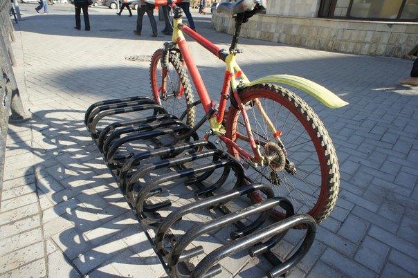 Городские велопарковки оказались непригодными для использования. Изображение № 3.