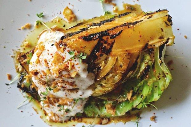 Насколько разные блюда приготовят 10шеф-поваров изодного продукта— капусты. Изображение № 2.