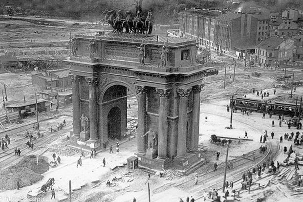 Строительство путей на площади Стачек в 1929 году. Изображение № 4.