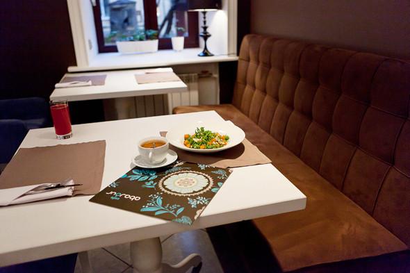 Тёплый салат с печёной тыквой — 260 рублей и зелёный чай — 90 рублей за чайник. Изображение № 24.