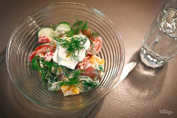 Овощной салат с яйцом-пашот (250 рублей). Изображение № 29.