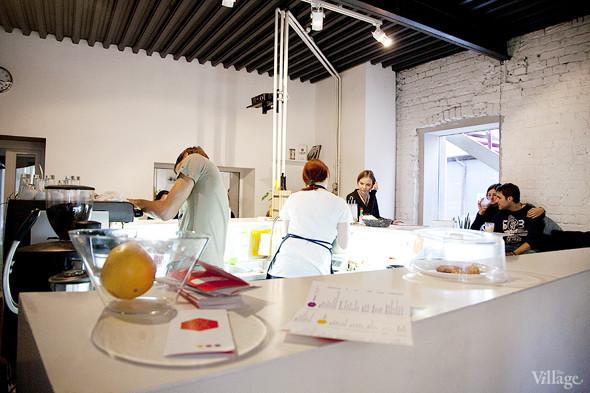 Общая кухня: Кафе-бар Iskra, кафе «Молоко», Genius Bar и Cafe Brocard на «Флаконе». Изображение № 14.