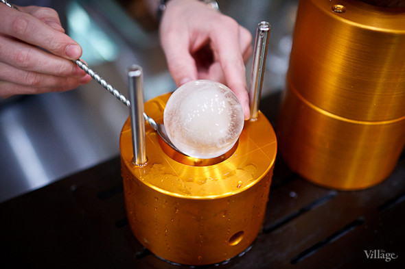 В результате получается ледяной шар диаметром от 55 до 80 мм. Изображение № 36.