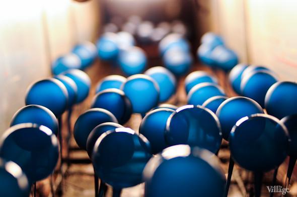 Сплошное надувательство: Фабрика елочных игрушек изнутри. Изображение № 22.