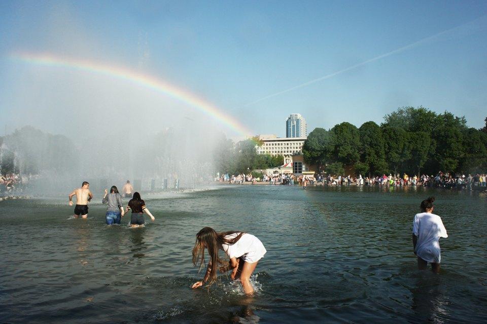 Как выглядит парк Горького в выходной день. Изображение № 12.
