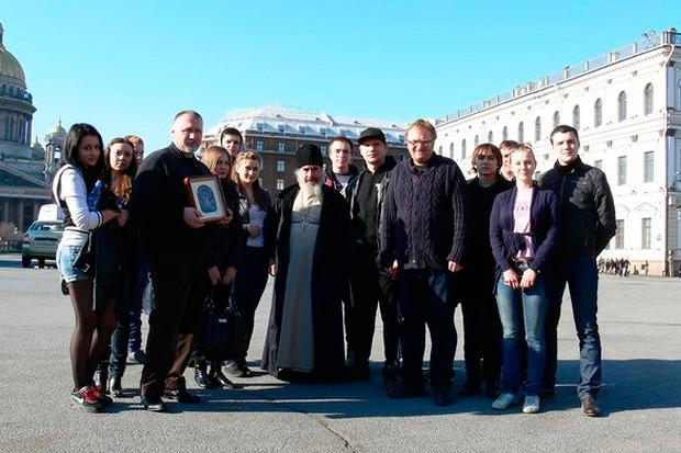 Проводы молодёжи на молитвенное стояние в Москву. Изображение № 11.