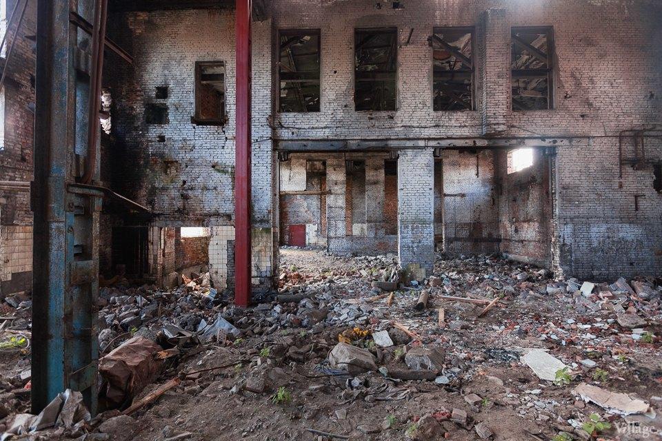 Фоторепортаж: Как действующий завод становится музеем стрит-арта. Изображение № 20.