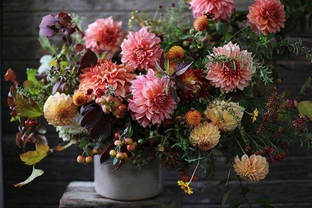Как собрать необычный букет из дачных цветов. Изображение № 1.