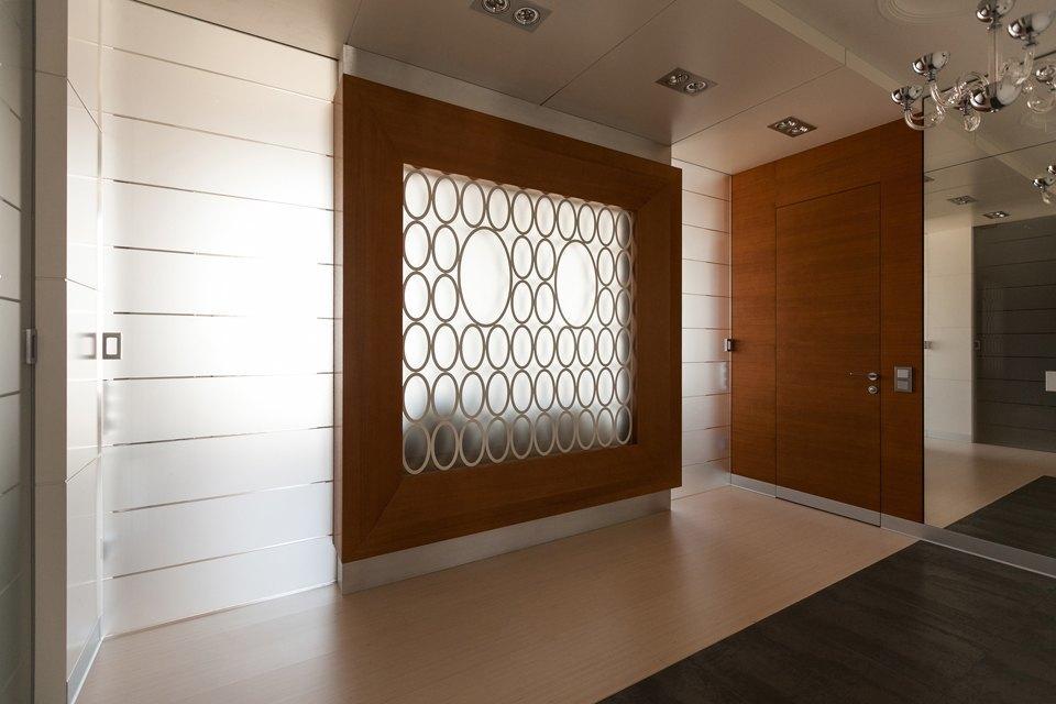Трёхкомнатная квартира сострогим интерьером. Изображение № 26.