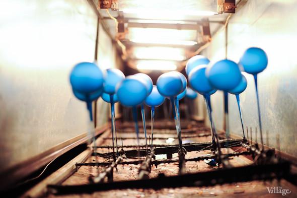 Сплошное надувательство: Фабрика елочных игрушек изнутри. Изображение № 21.