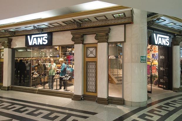 В «Охотном ряду» открывается магазин Vans. Изображение № 1.