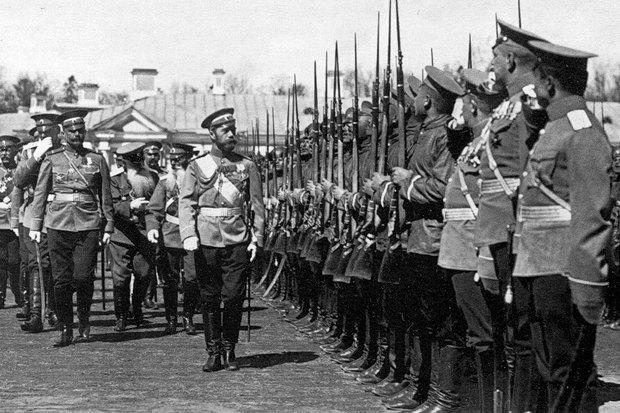 Император Николай II проводит смотр лейб-гвардии Кирасирского полка. Царское Село. 1911 г.. Изображение № 1.