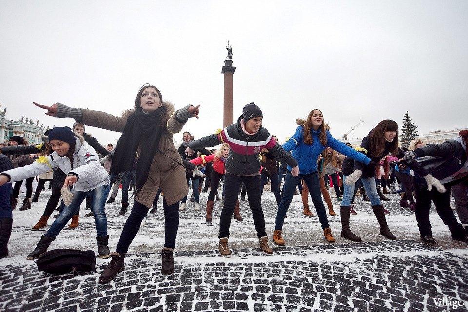 Фоторепортаж: Gangnam Style и зарядка на Дворцовой площади. Изображение № 4.