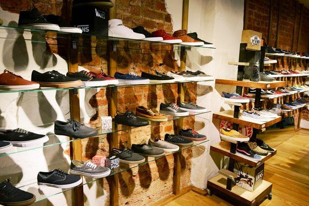 В Банковском переулке открылся магазин Vans и Obey. Изображение № 1.