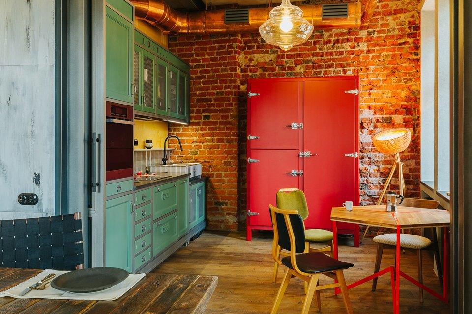 Четырёхкомнатная квартира наОстоженке скрасным холодильником и медными трубами. Изображение № 4.