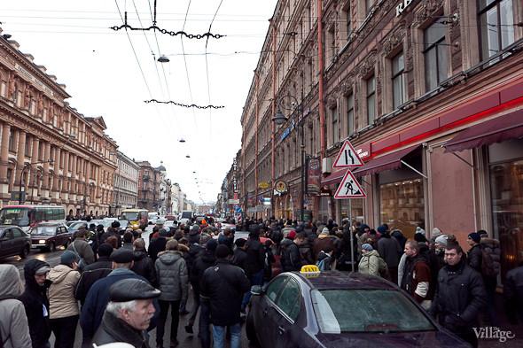 Фоторепортаж: Митинг против фальсификации выборов в Петербурге. Изображение № 8.