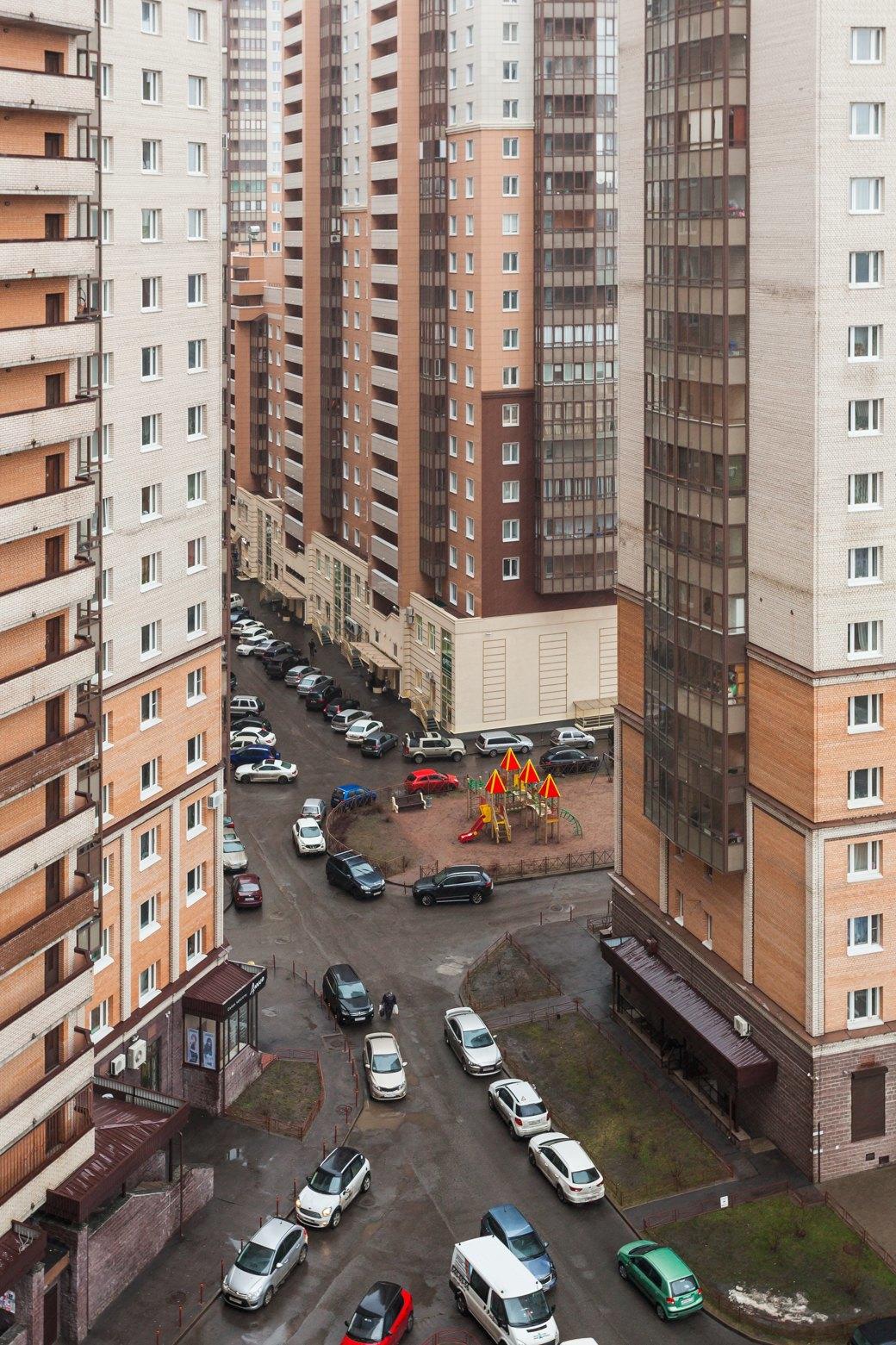 Защитники Старопарголовского жилмассива называют ЖК «Сергей Есенин» двором-колодцем XXI века. Изображение № 5.