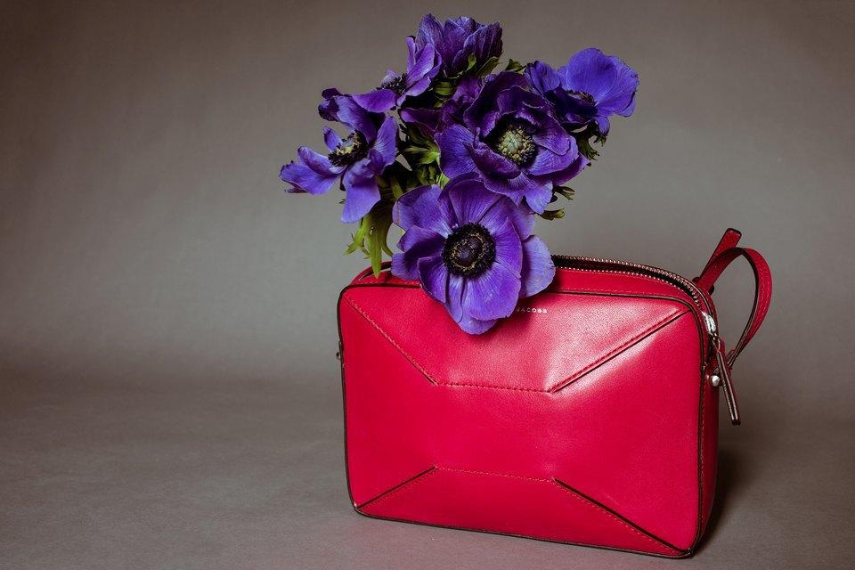 Яркие цветы и сумки. Изображение № 6.
