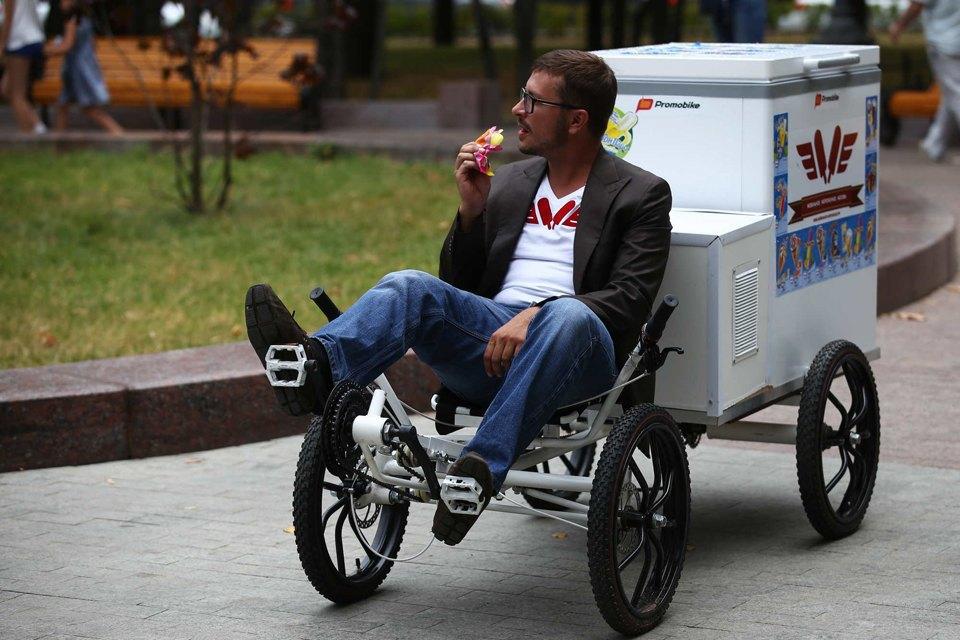 Московские мороженщики навелосипедах исамокатах. Изображение № 5.