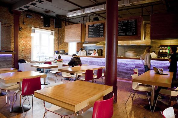 Общая кухня: Кафе-бар Iskra, кафе «Молоко», Genius Bar и Cafe Brocard на «Флаконе». Изображение № 3.