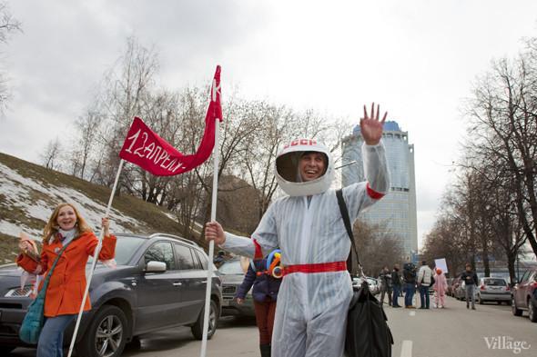В Москве прошло арт-шествие в честь Дня космонавтики. Изображение № 18.