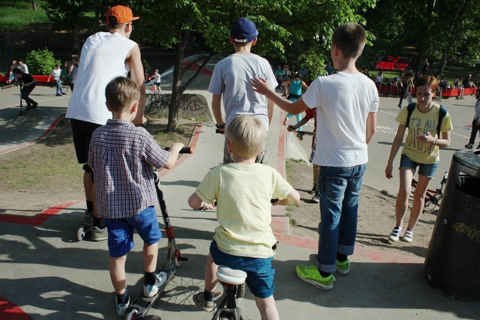Как выглядит парк Горького в выходной день. Изображение № 14.