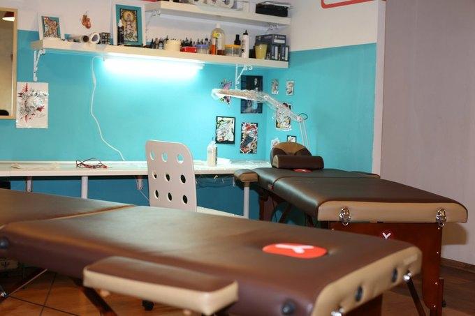 На Большой Ордынке открылась тату-студия и мужская парикмахерская Maverick Studio. Изображение № 2.