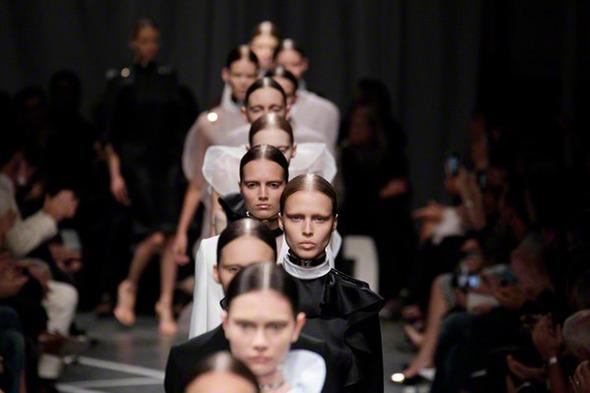 Парижская неделя моды: Показы Kenzo, Celine, Hermes, Givenchy, John Galliano — Стиль на Wonderzine