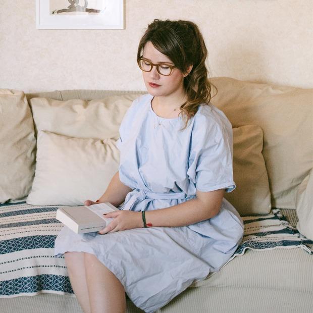 Ресторанный критик Анна Масловская у себя в гостиной