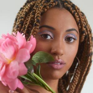 Подручные материалы: 7 способов быстро сделать фестивальный макияж