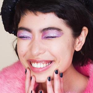Осадок остался: Возвращение макияжа с глиттером — Тенденция на Wonderzine