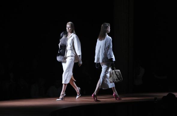 Парижская неделя моды: Показы Louis Vuitton, Miu Miu, Elie Saab — Стиль на Wonderzine