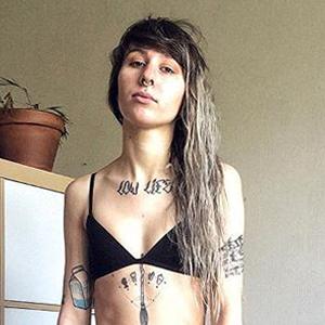 «Светить задницей в лицо святошам»: Зачем я выкладываю фото без одежды