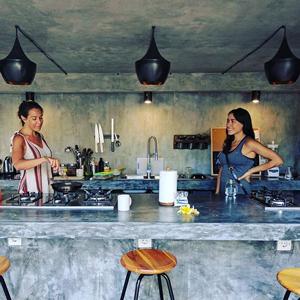 Современные коммуны: Почему миллениалы выбирают дома с общей кухней