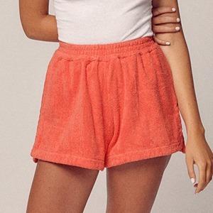 На кого подписаться: Идеальная одежда для пляжа — из полотенца  — Стиль на Wonderzine