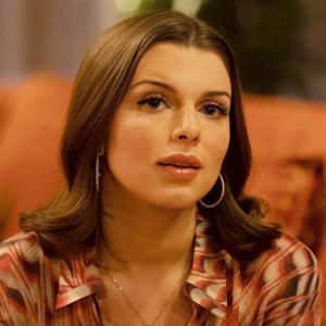 Новое имя: Актриса  с впечатляющей биографией Джулия Фокс  — Развлечения на Wonderzine