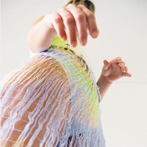На кого подписаться: Дизайнер Констанца Энтрудо, работающая с тканями, созданными вручную — Новости на Wonderzine