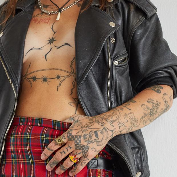 Диджей и арт-директор Underdog Кира Моторина о любимых нарядах — Гардероб на Wonderzine