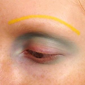 Брови-ниточки: Почему макияж Рианны на обложке Vogue — это победа