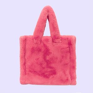 Огромные шоперы, микрочехлы и «пушистики»: 25 сумок на любой вкус — Стиль на Wonderzine