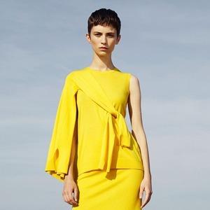Что носить летом: 10 образов со всеми оттенками жёлтого — Инструкция на Wonderzine