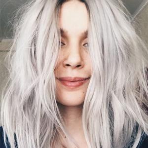 Женщины и мужчины  о том, как меняется жизнь  с новым цветом волос — Красота на Wonderzine
