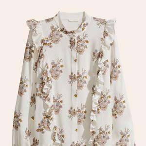 Оборки, горошек, деним: 18 блуз и рубашек для осени