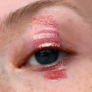 Правила вычитания: Как сделать актуальный макияж, убрав одну деталь — Красота на Wonderzine