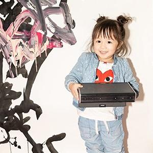 На кого подписаться: Абстрактные работы двухлетней художницы — Искусство на Wonderzine