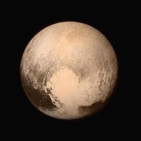 Курс на космос:  Почему Плутон стал звездой соцсетей — Мнение на Wonderzine