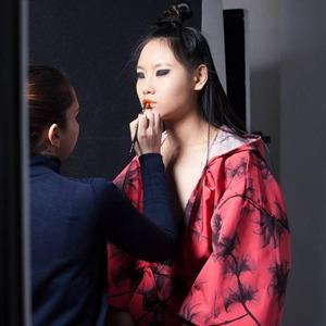 Личный опыт: Как  я работала визажистом  на Неделе моды в Милане — Красота на Wonderzine