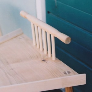 Британка придумала «мужские» и «женские» стулья для борьбы  с менспредингом — Guilty Pleasure на Wonderzine