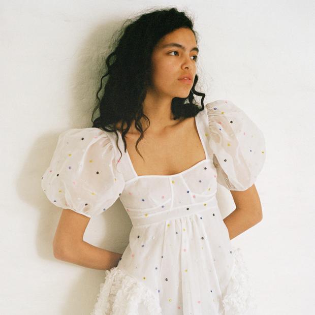 Наряжаться — это нормально: Сесиль Бансен и её особенные платья на каждый день