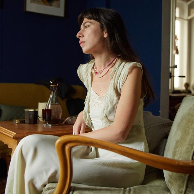 Сценарист Наталина Бонапарт и её гостиная в Москве — Комната на Wonderzine